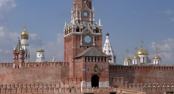 Несколько лет назад циферблат часов находился ниже, чем сейчас (современная реконструкция). /Фото:mos-kreml.ru